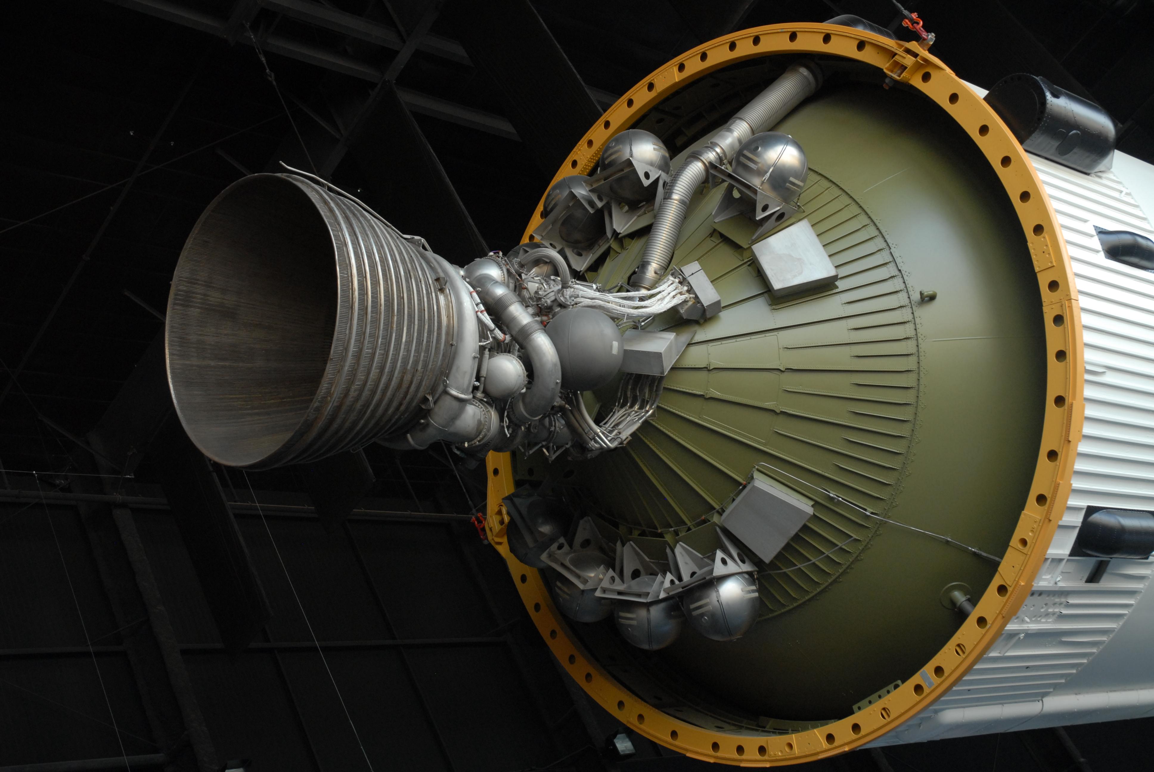 SaturnV_3rd_J2_engine01.JPG