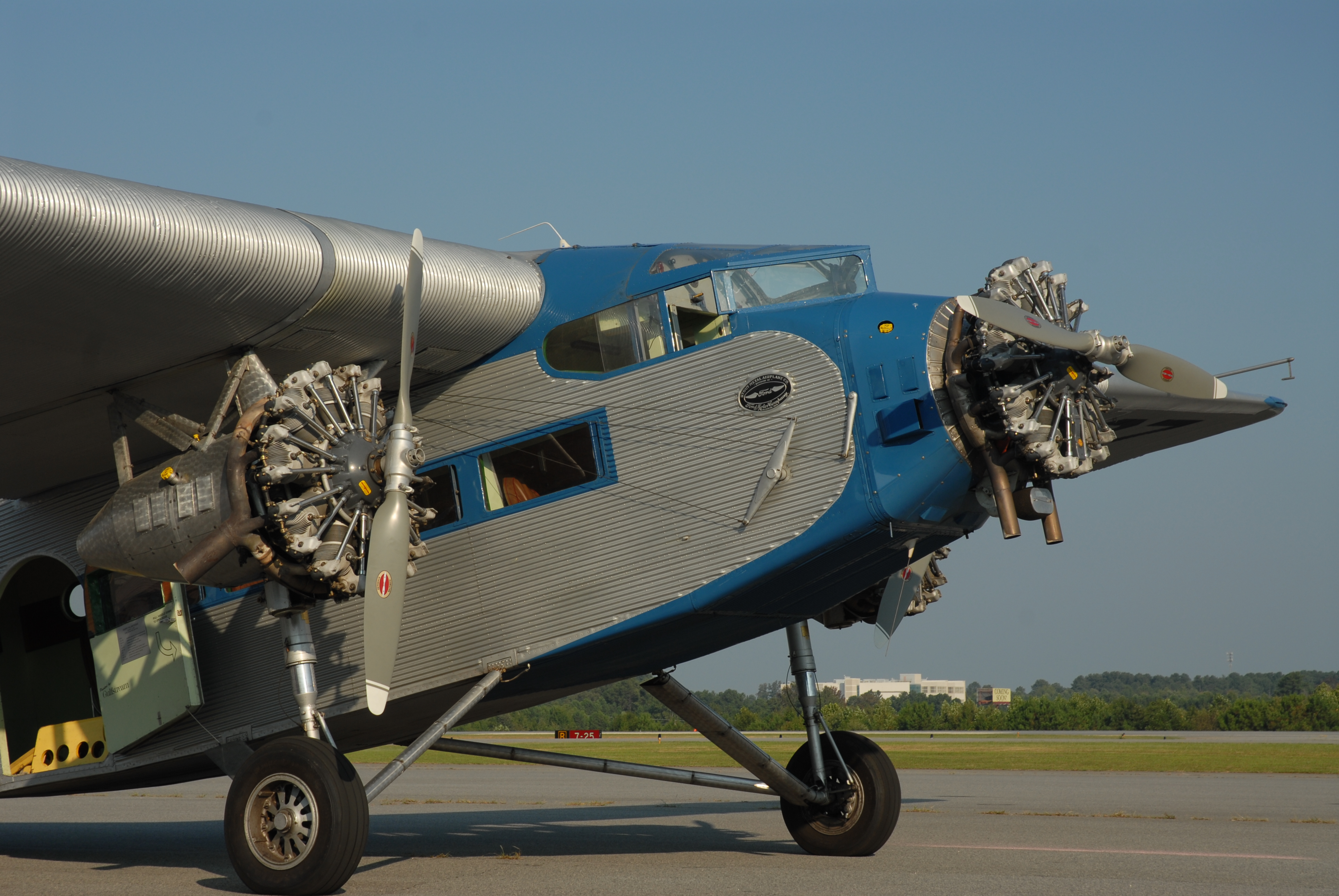 experimental aircraft association eaa  ford tri motor