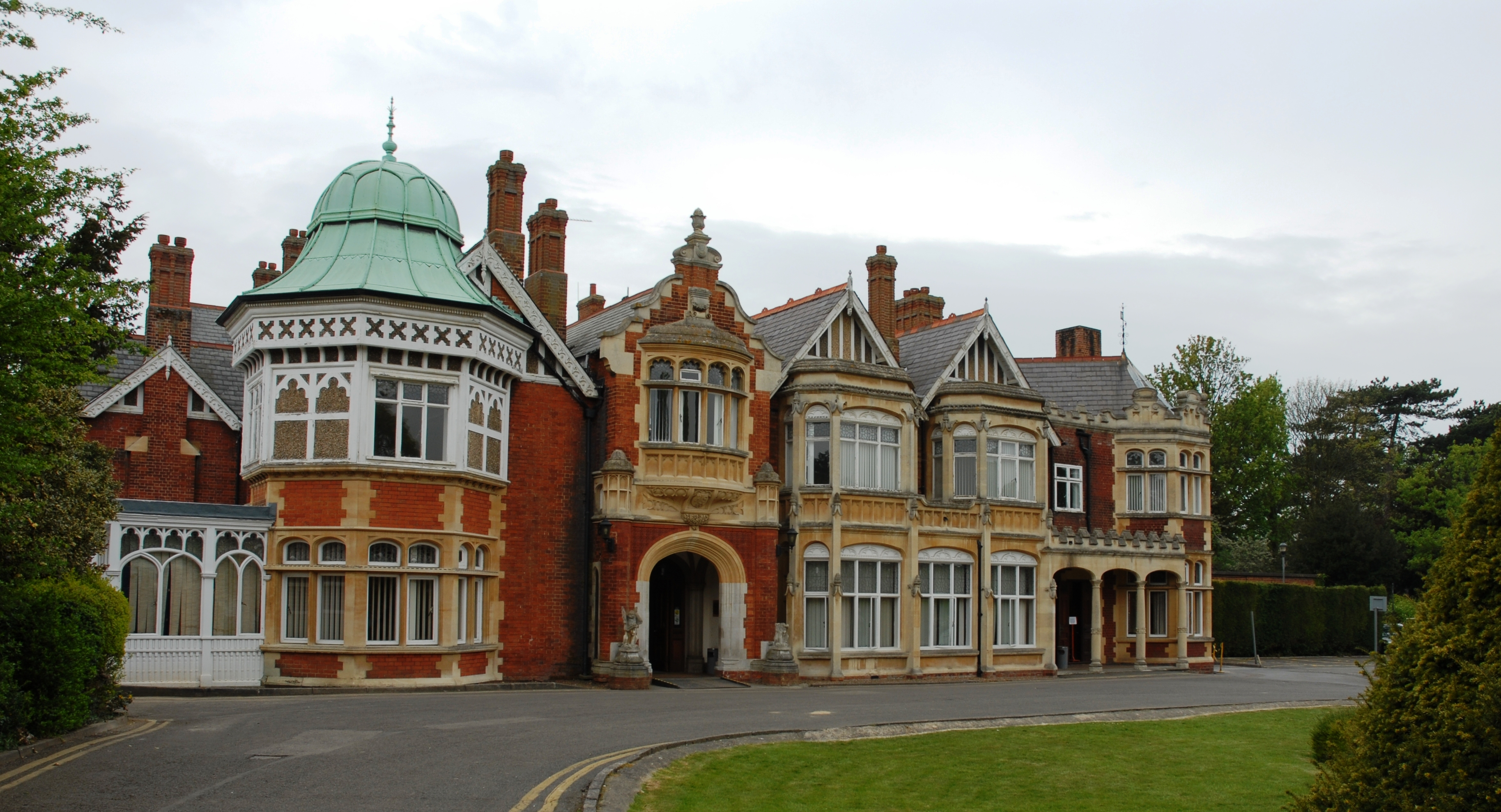 bletchley park Historic codebreaking site bletchley park could be turned into a cyberdefence training college.